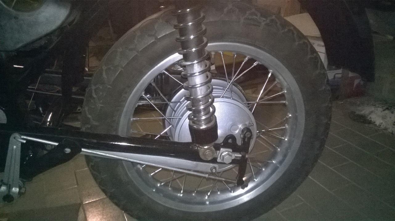 ETZ251 '89, rear wheel re-spoked.jpg